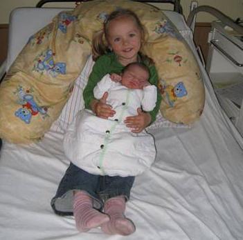 Lena hat ein Schwesterchen