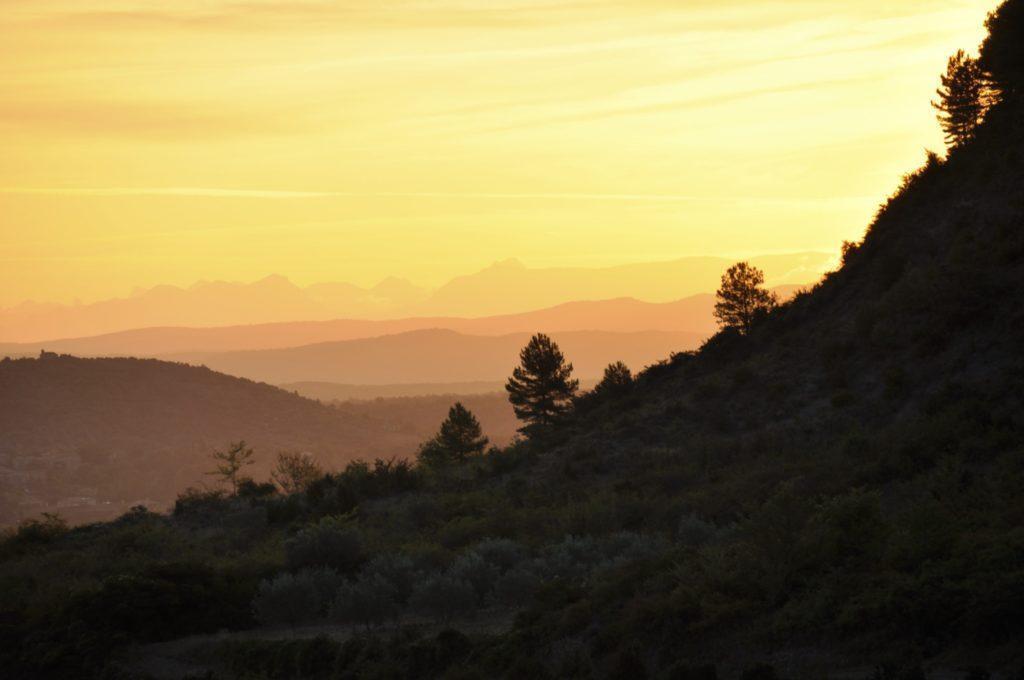 Sonnenuntergang über dem Chassezac, einem Nebenfluss der Ardeche