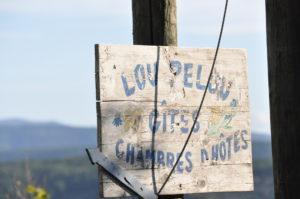 Hinweisschild zum Lou Pelou