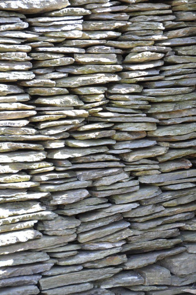 Wand aus Schindeln in Thines